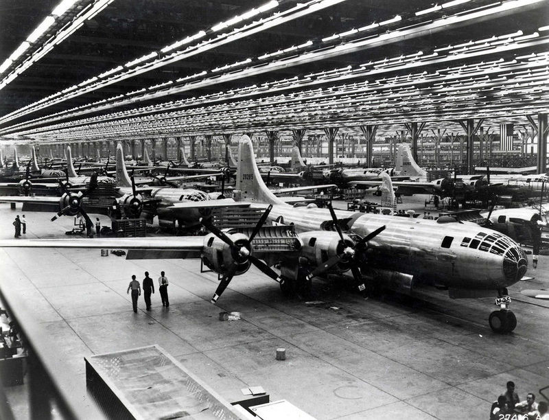 Boeing-Wichita_B-29_Assembly_Line-1944