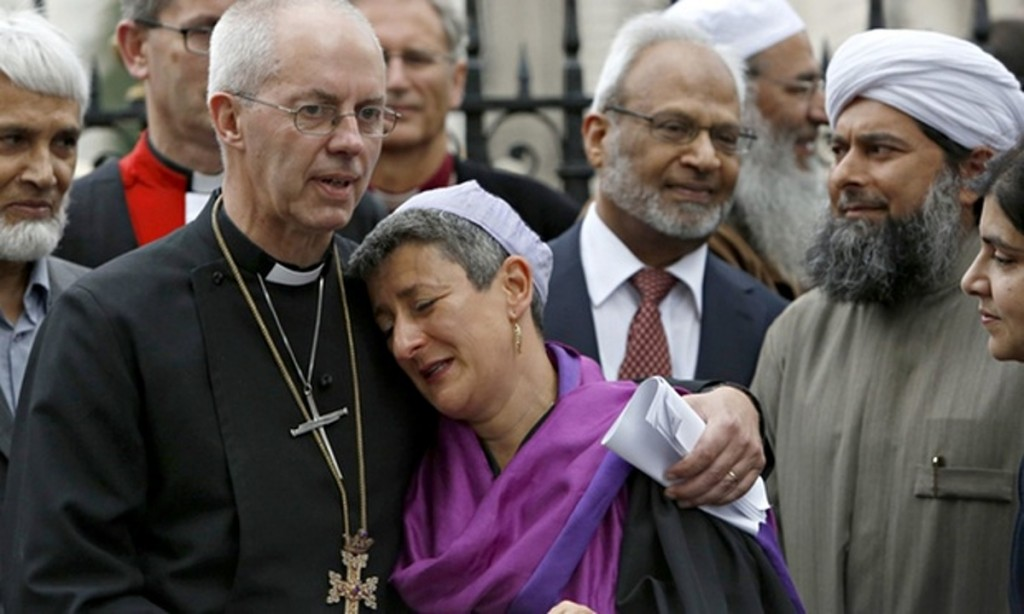 Justin-Welby-puts-arm-round-fake-tears-rabbi