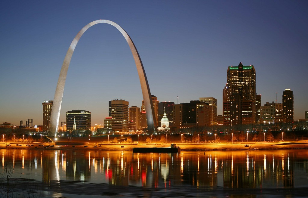 St_Louis_night_arch-mississippi