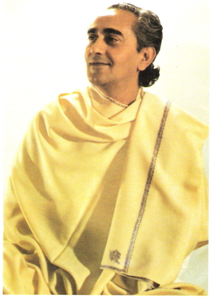 Swami-Rama-yellow-robe