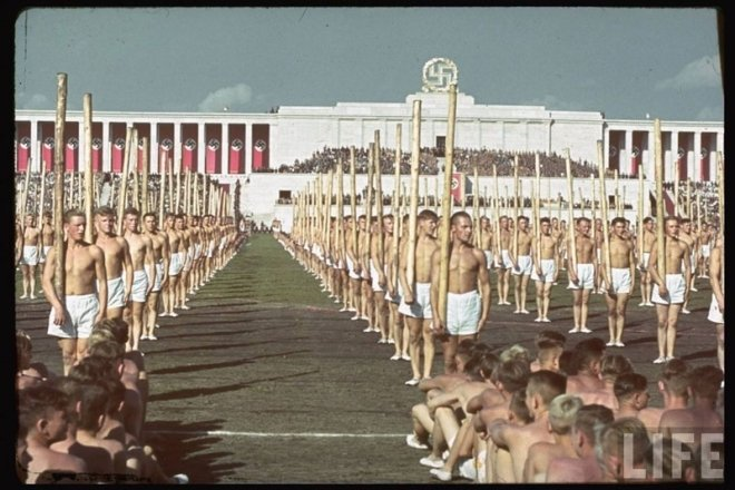 Third-Reich-Labor-Service-men bare-breasted