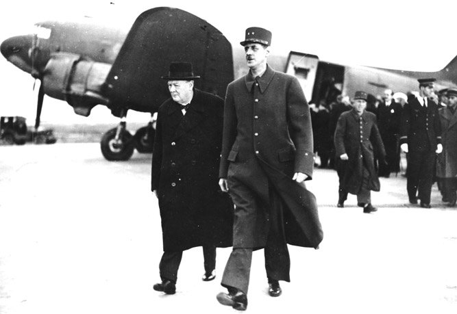 DGL159009 Charles de Gaulle (1890-1970) welcoming Winston Churchill (1874-1965) to Paris, 11th November 1944 (b/w photo) by French School, (20th century); Archives de Gaulle, Paris, France; REPRODUCTION PERMISSION REQUIRED; French, it is possible that some works by this artist may be protected by third party rights in some territories