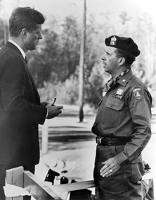jfk-green-beret-commander-ft-bragg-1961