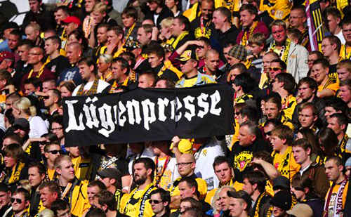 luegenpresse-banner-german-crowd