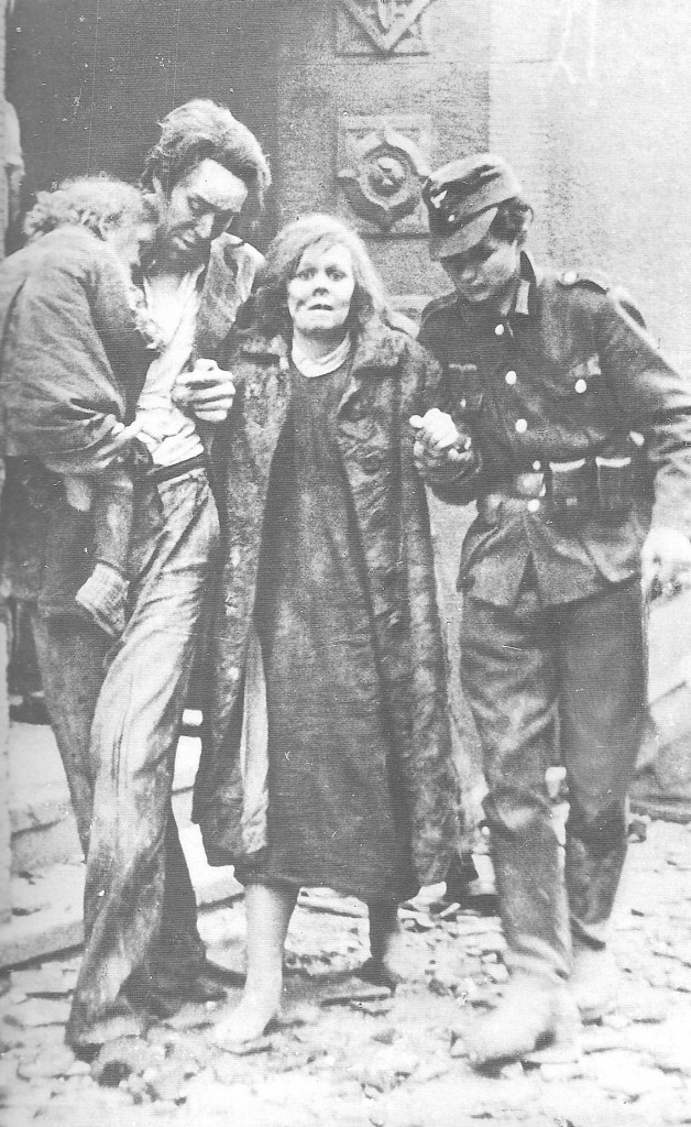 mannheim-mother-helped-from-ruins-1944