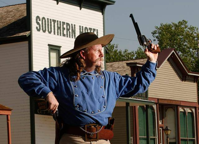 wichita-cowtown-kansas-gunfighter