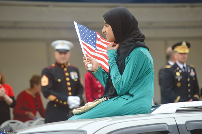 4th-july-parade-dearborn-arab-woman