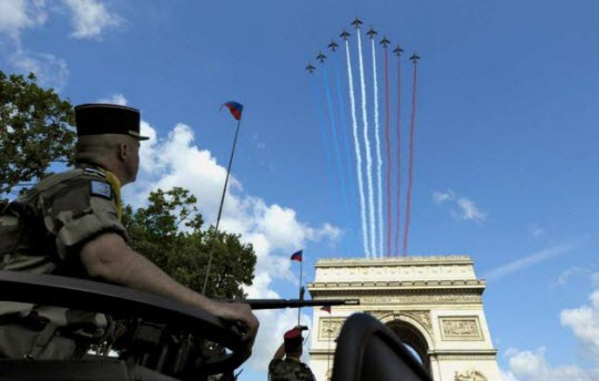 French-Parade-flyover-red-white-blue
