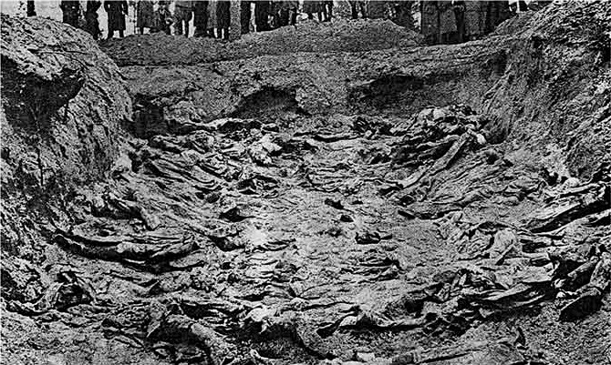 Katyn_massacre_mass-grave