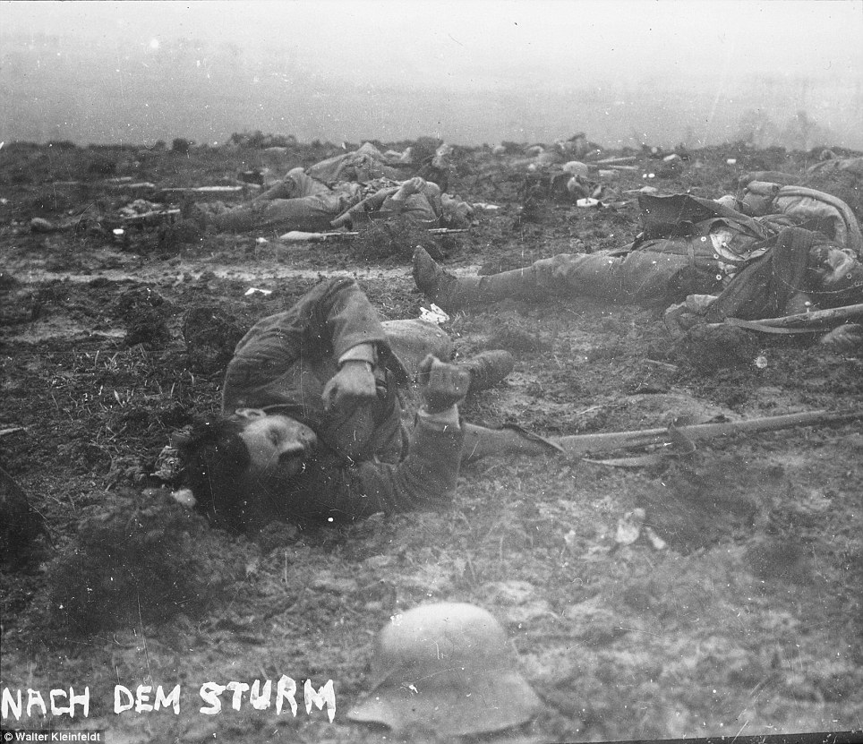 after-assault-photo-of-corpses-by-walter-kleinfeldt-16-in-1915-ww1-soldier