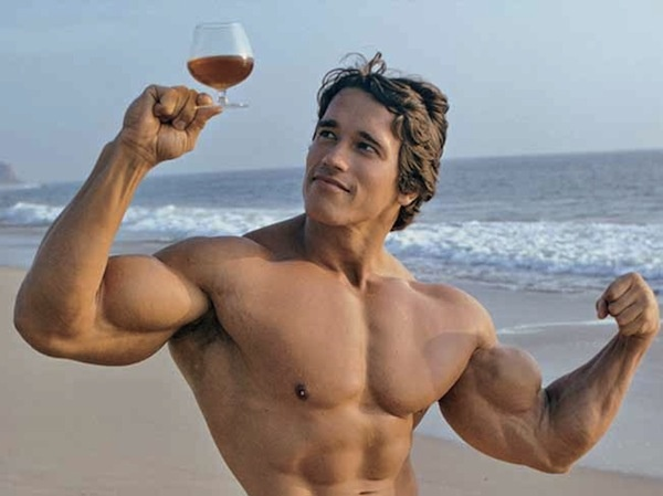 arnold-schwarzenegger-wine-glass