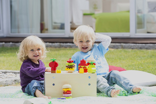 blond-kids-playing-toys-lego