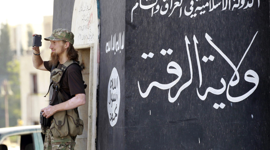blondish-isis-fighter-cellphone-photo