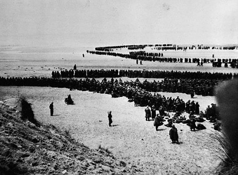 british-troops-lined-up-beach-dunkirk-1940
