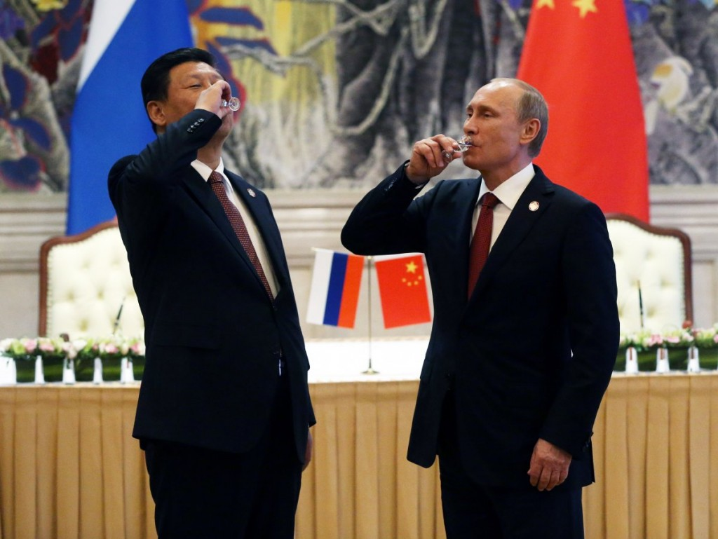 chinese-russian-presidents-drink-toast-may-2014