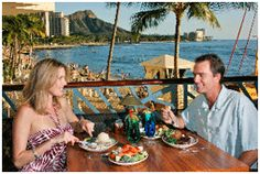 couple-dining-hawaii