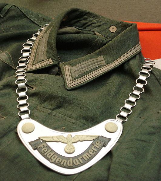 feldgendarmerie-uniform-and-chest-shield