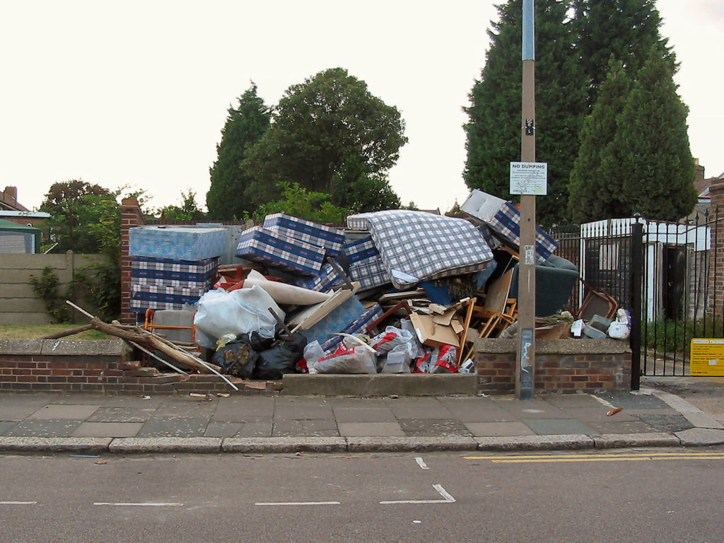 fly-tipping-scales_road_london_mattress_mountain-9-aug-2006