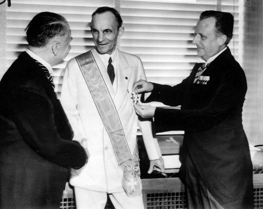 henry-ford-receives-grand-cross-german-eagle-1938