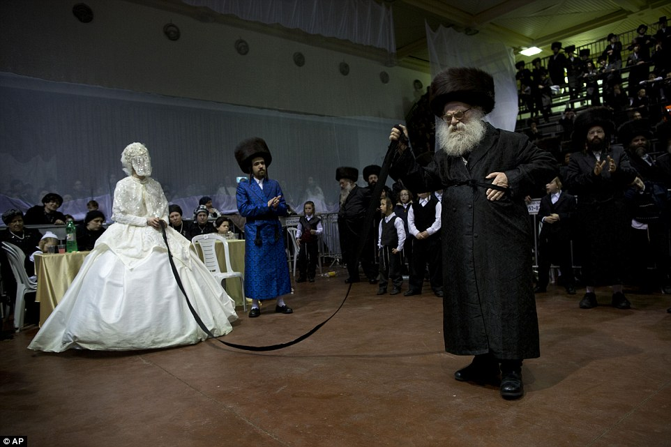 jewish-wedding-dance-fat-rabbi