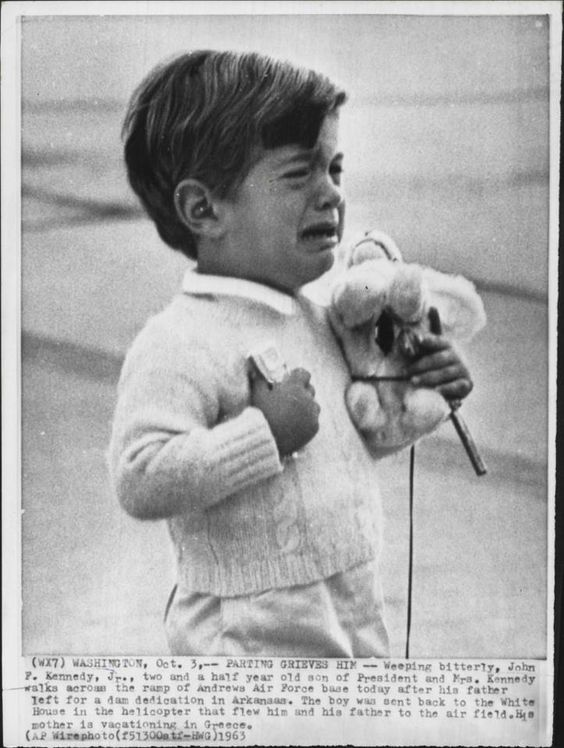 jfk-jr-2-5-yrs-old-cries-andrews-afb-father-leaves