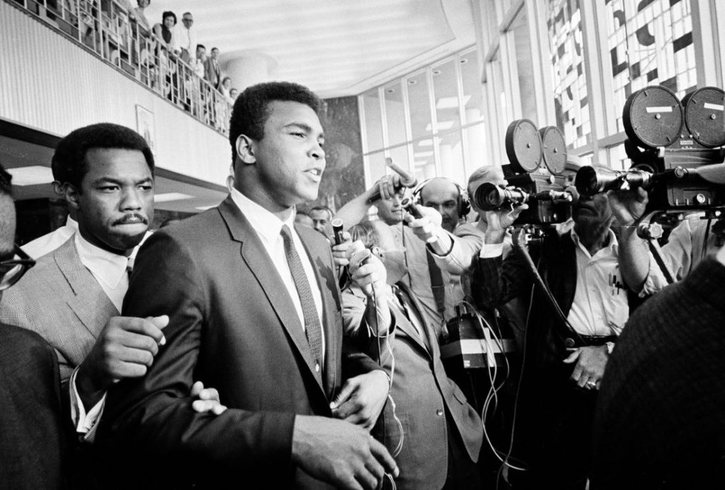 muhammad-ali-leaves-draft-dodging-trial-houston-tx