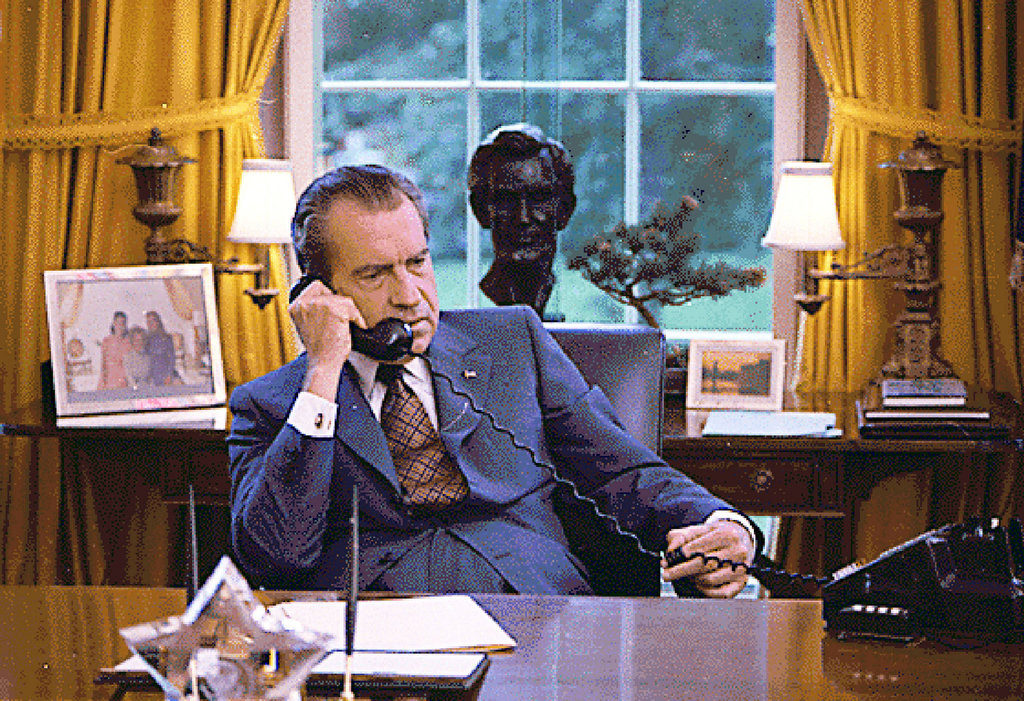 nixon-oval-office-phone-call