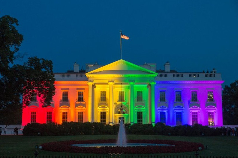 obama-white-house-gay-colors-lit-june-2015-north-entrance-front