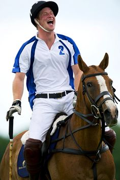 prince-harry-laughing-polo-horse