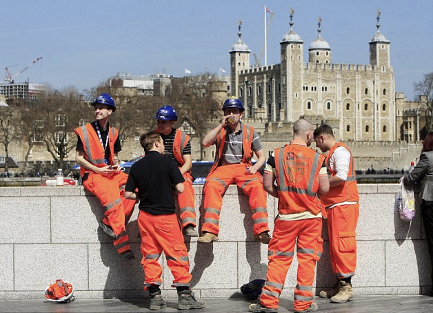 road-construction-workers-tower-of-london-england