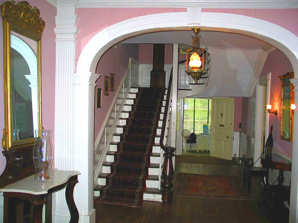 robert-e-lee-john-l-lewish-front_entry_way_of_lee-fendall_house