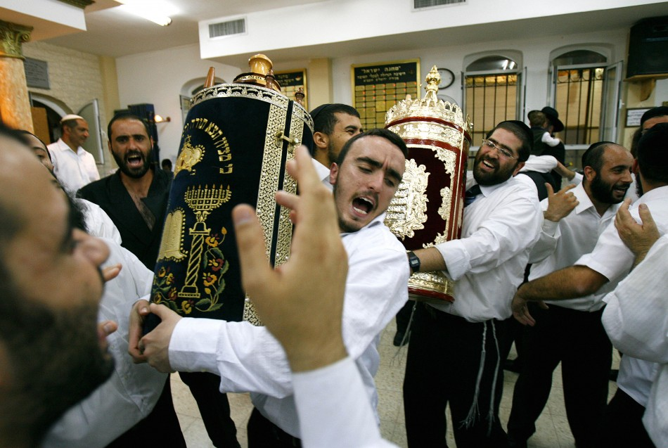ultra-orthodox-jews-dance-scroll-torah-during-jewish-holiday-simchat-torah