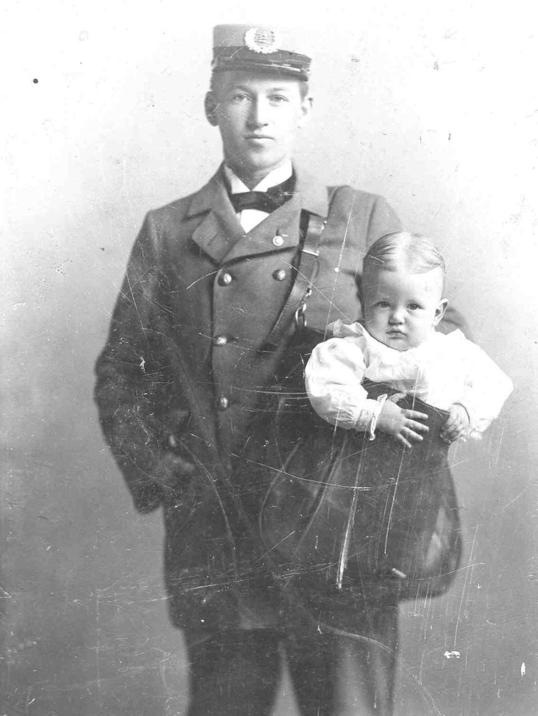 us-mail-man-delivery-baby-1910