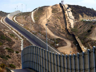 us-mexico-high-border-fence